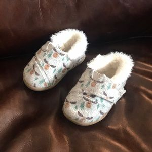 Baby size 4 Toms Shoes